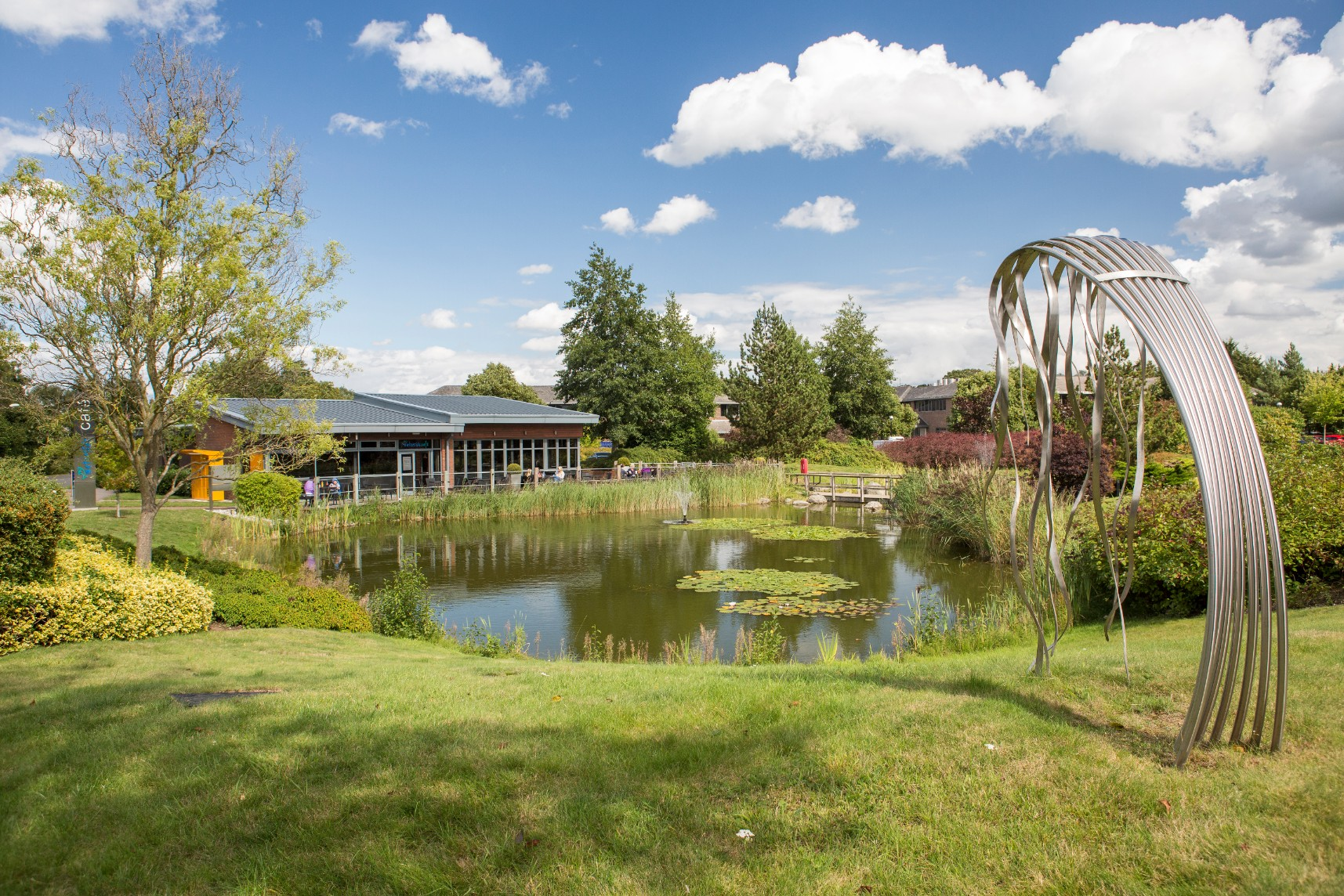 Lake and outdoor amenity at Croxley Business Park